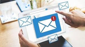 Hvordan personliggjøre automatiske e-postutsendelser i HubSpot?
