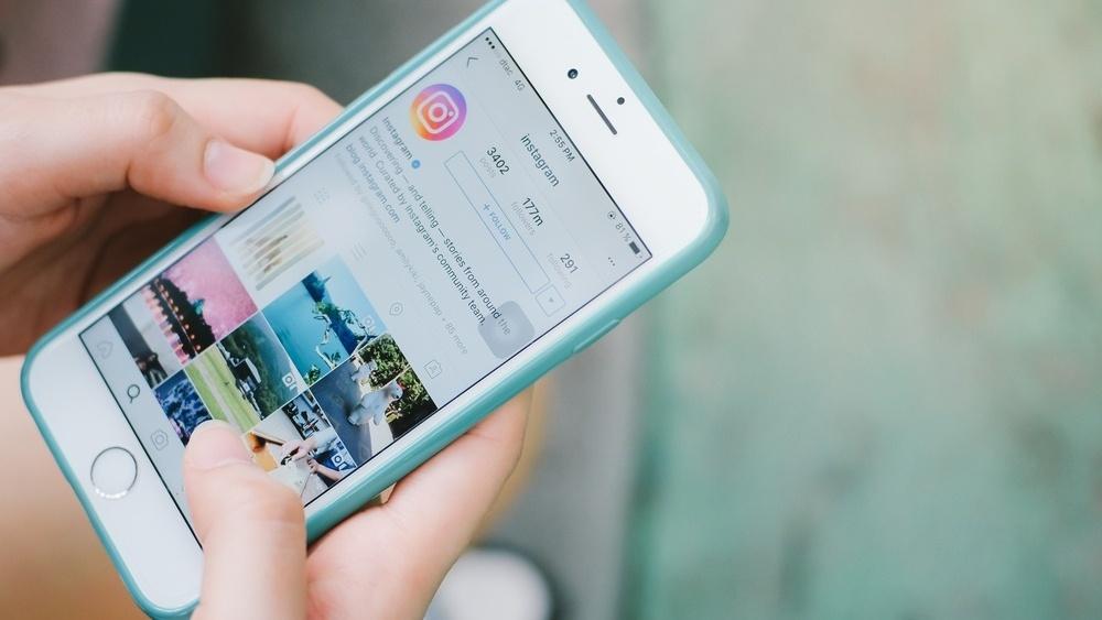 Influencers i sosiale medier: Skap engasjement ved å hoste holde Instagram takeovers -102388-edited.jpg