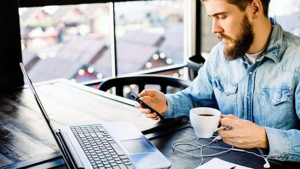 96 % som besøker hjemmesiden din er ikke klare til å kjøpe. Hva gjør du med det?